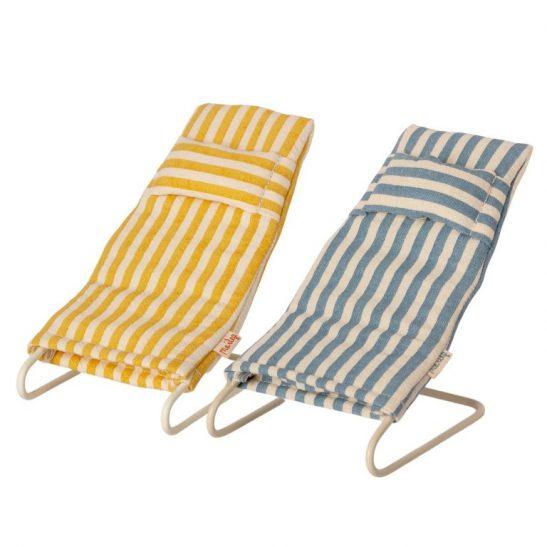 Leżaki plażowe w paski