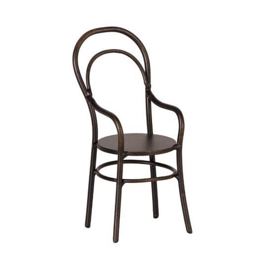 Metalowe krzesło w podłokietnikiem