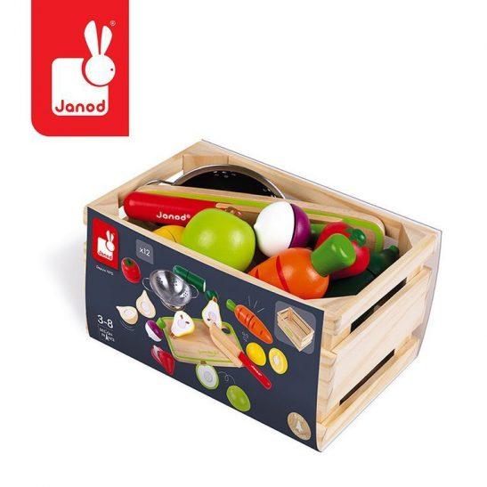 drewniana skrzynka z warzywami i owocami
